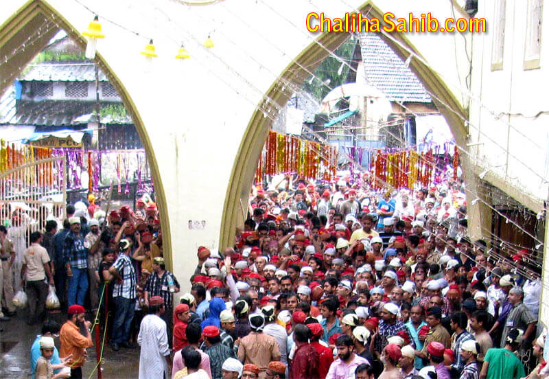 Chaliha Sahib Gate Crowd