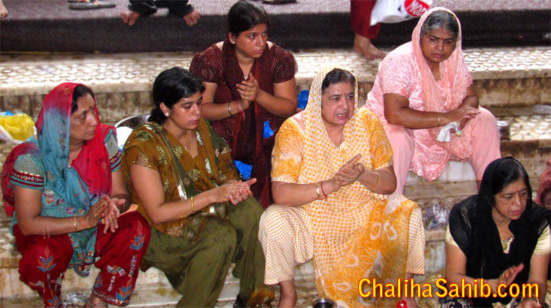 Sindhi Ladies offering Prayer / Palav