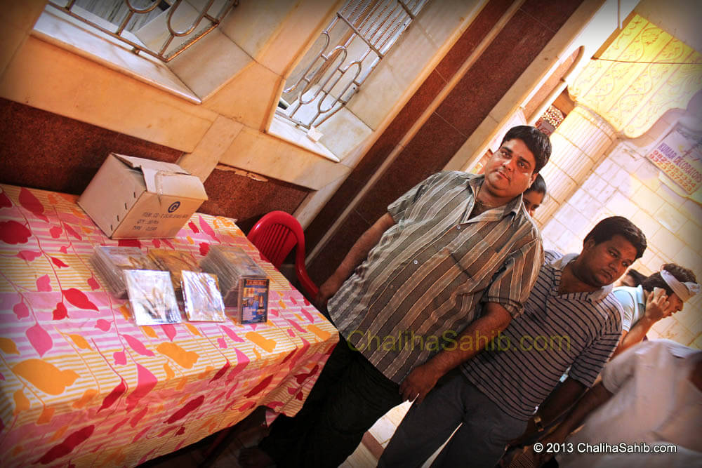 Old Devotee Monu Selling Sindhi CDs at Chaliha Sahib Mandir