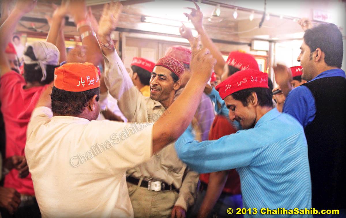 Chaliha Sahib Mandir dancing devotees