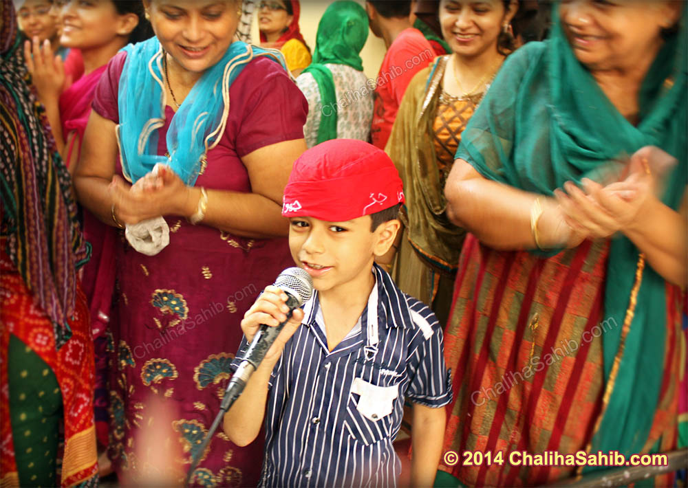 Boy_with_Mic_Chaliha_Sahib_com