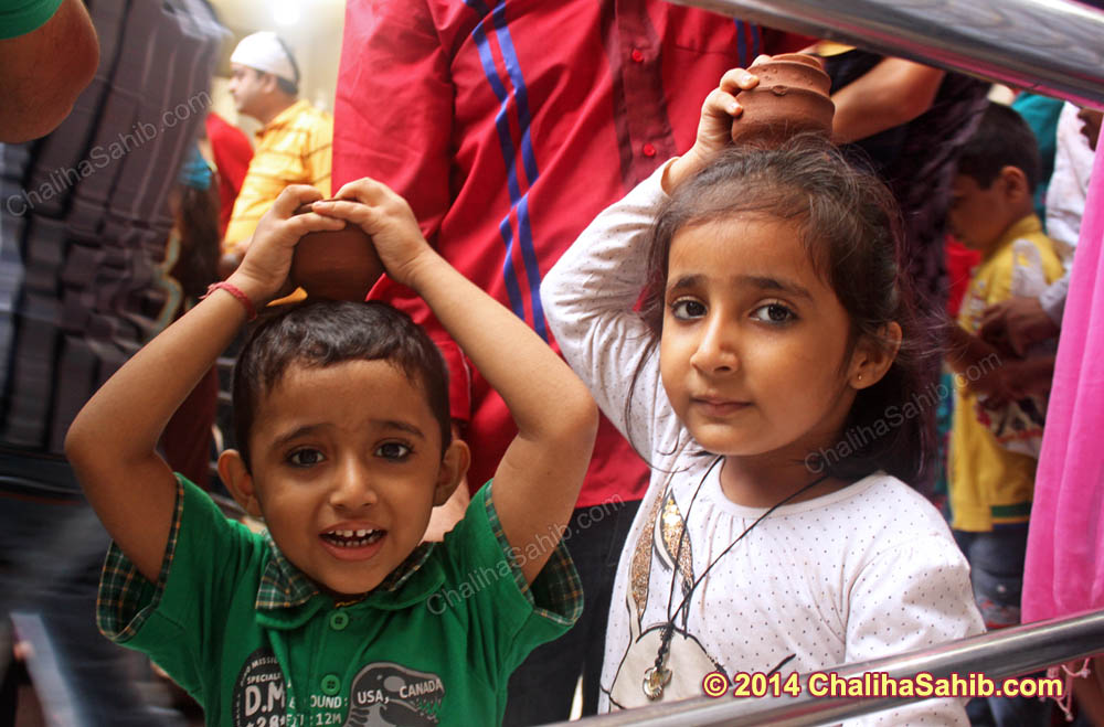 Little_Children_with_Little_matki