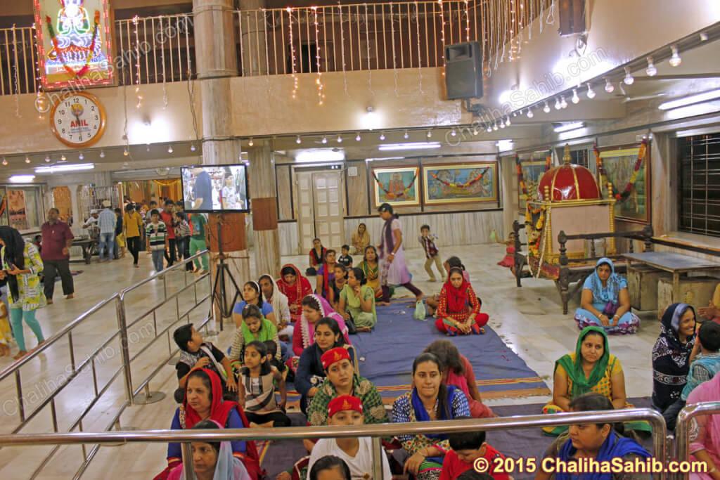 Chaliha-Sahib-Jhulelal-mandir-ladies-devotees