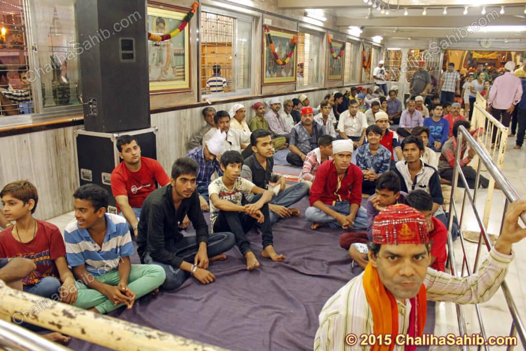 Chaliha-Sahib-Mandir-Devotees