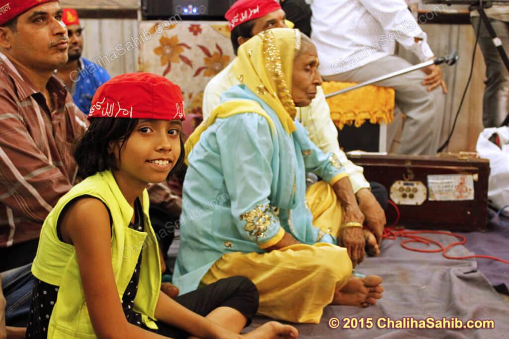 Puj-Chaliha-Sahib-Jhulelal-Mandir-little-girl