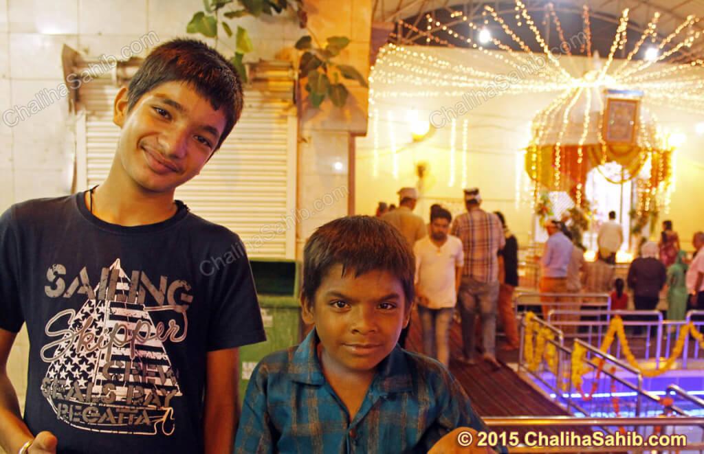 Puj-Chaliha-Sahib-Jhulelal-Mandir-two-kids