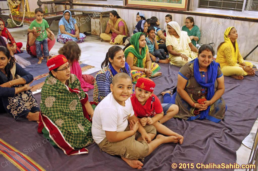 Puj-Chaliha-Sahib-Mandir-Kids-devotees