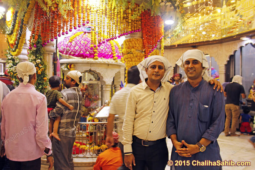 Sonu-vishnani-with-friend-at-chaliha-sahib-mandir