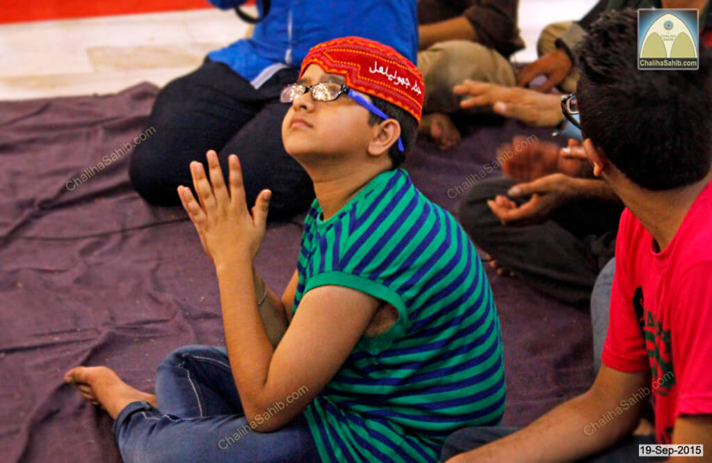 Little-Boy-Hands-Joined-Chaliha-Sahib-Mandir