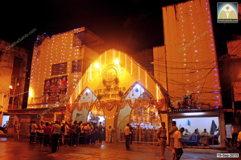 Chaliha-Sahib-Mandir-Enterance-Gate-in-night