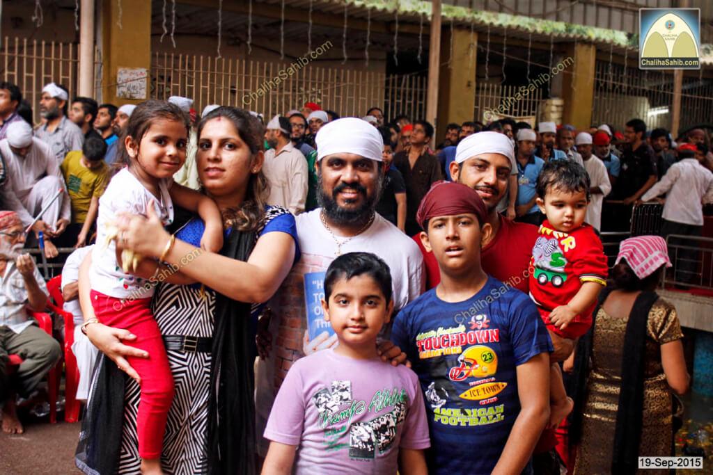 Chaliha-Sahib-Mandir-Families-visiting-Matki-Mela