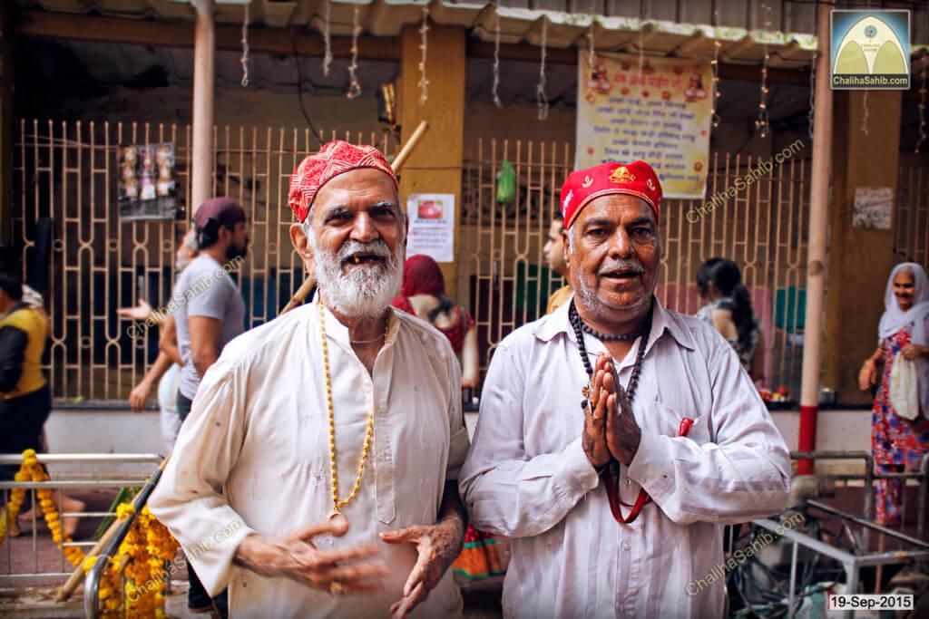 Chaliha-Sahib-Mandir-Jhulelal-Sain-Praying
