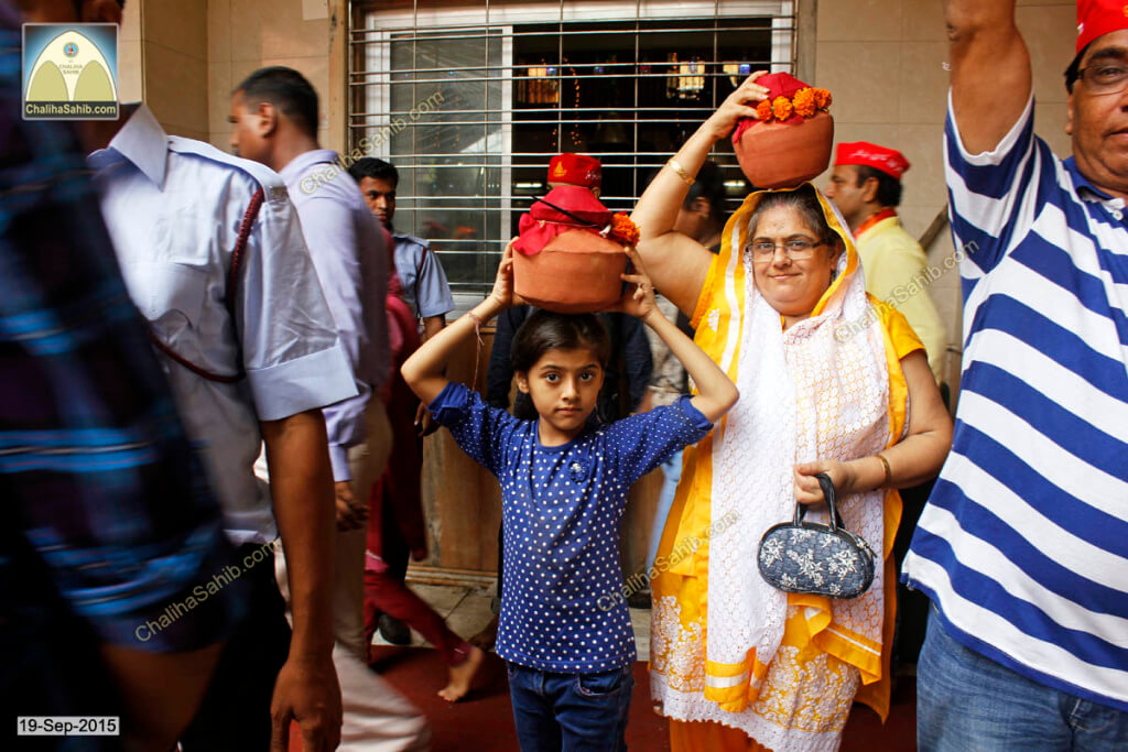 Chaliha-Sahib-Mandir-Matki-girl-with-mother2