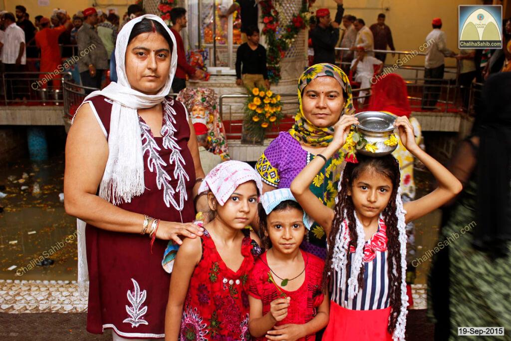 Chaliha-Sahib-Mandir-devotee-family