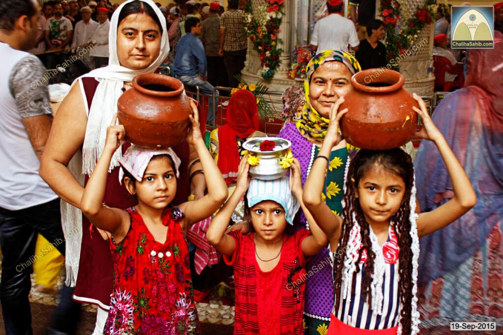 Chaliha-Sahib-Mandir-devotee-family2