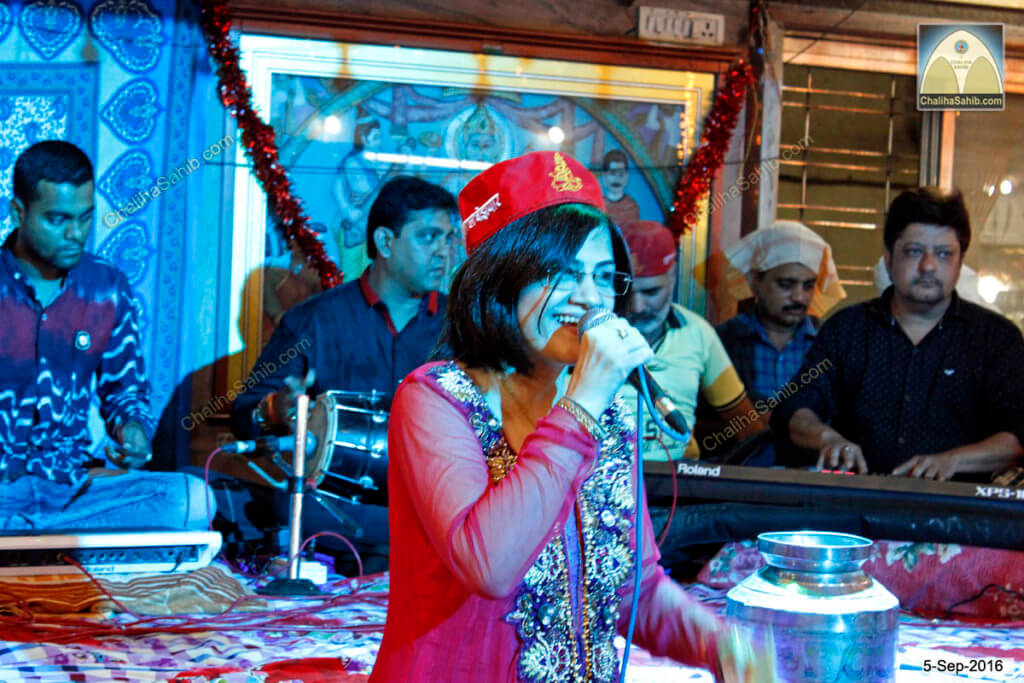 Sangeeta Lala with Red Sindhi Topi at Puj Chaliha sahib Jhulelal Mandir
